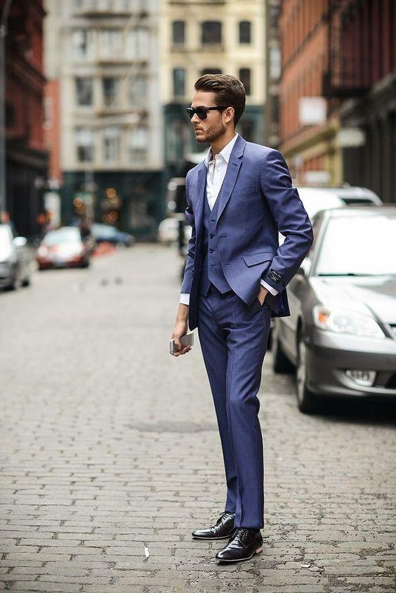 niebieski garnitur
