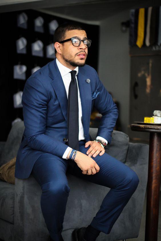 klasyczny niebieski garnitur