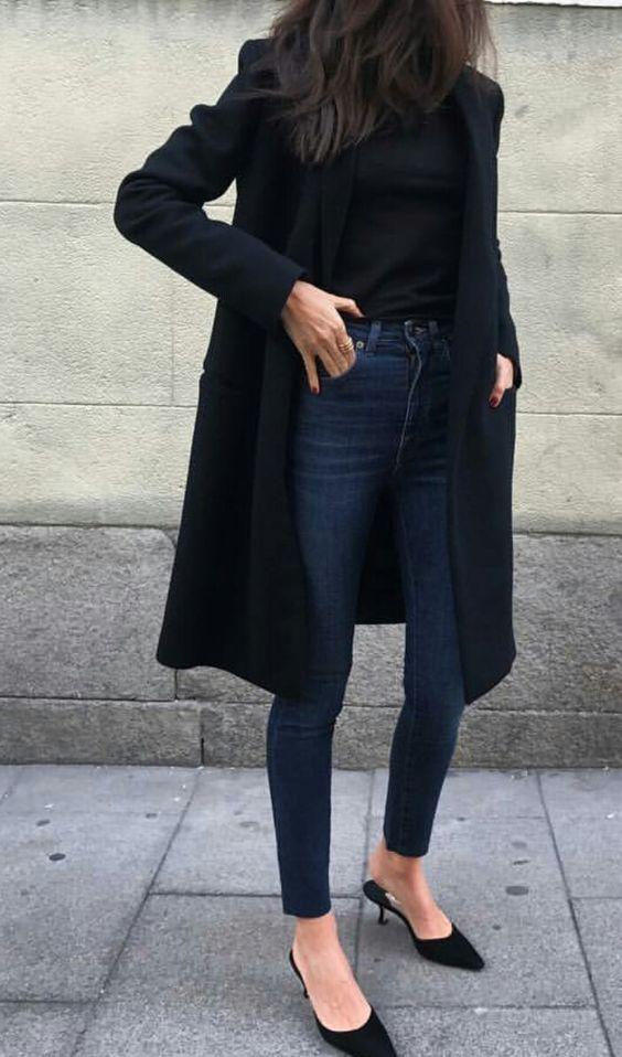 klasyczne jeansy w damskiej szafie