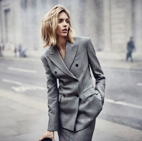 szary garnitur moda damska